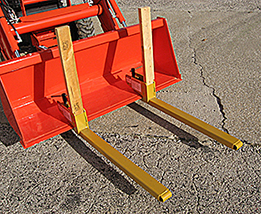 Clamp-on bucket / pallet forks.